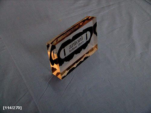 επιτραπέζιο με έμβλημα εταιρίας 2