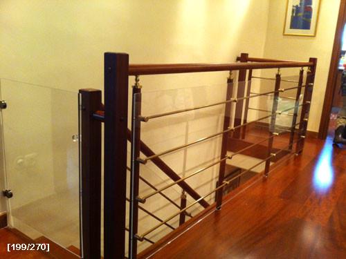 φύλλα plexiglass σε σκάλες