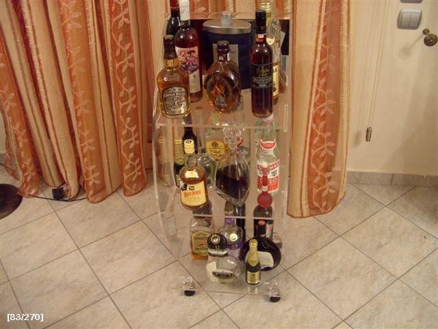 έπιπλο για ποτά από plexiglass