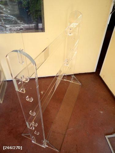 διάφορα stands από plexiglass