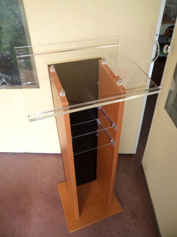 αναλόγιο-με-plexiglass-και-ξύλο