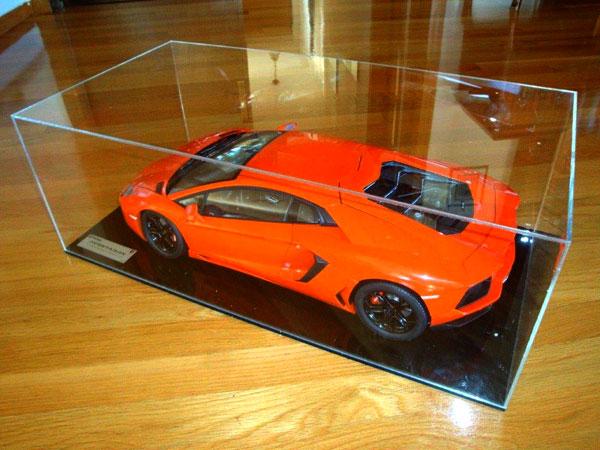 Αυτοκίνητο Lamborghini σε κουτί plexiglass