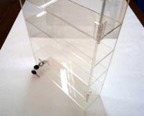 Βιτρίνα plexiglass με κλειδαριά