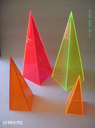 πλεξιγκλας-πυραμίδες