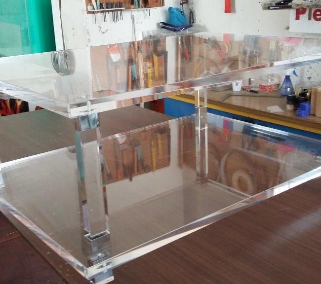 Τραπεζάκι από Plexiglass