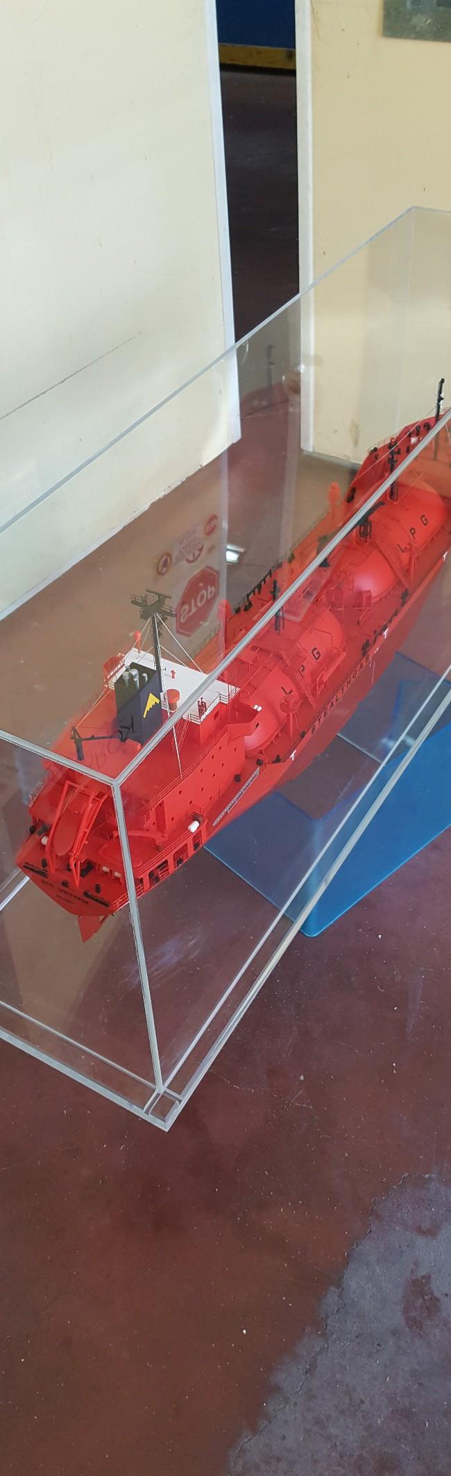 Κουτί από plexiglass κατασκευής Δημήτρη Πετρόπουλου