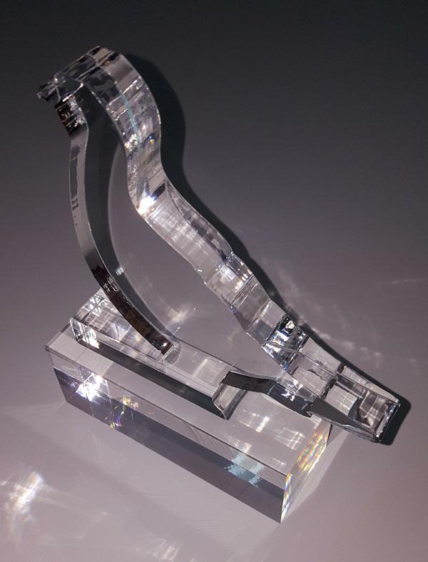 Κατασκευή από plexiglass σε σχήμα πουλιού