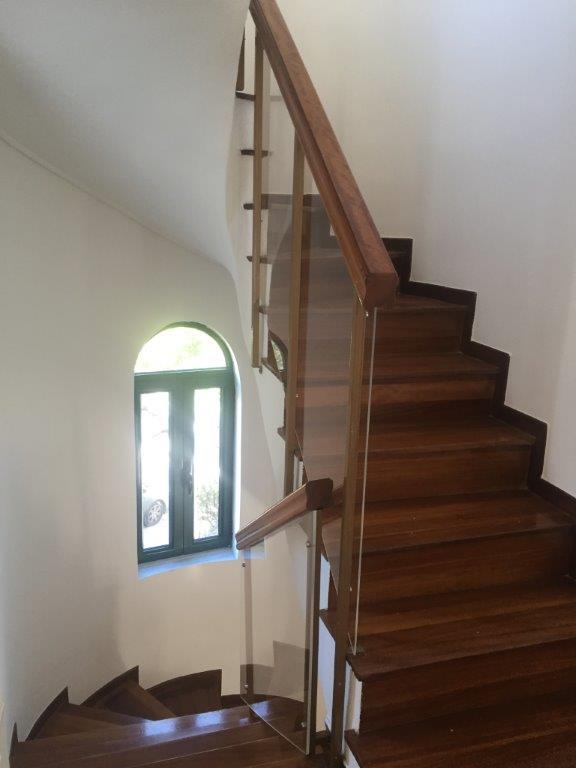 Προστατευτικά για εσωτερική σκάλα από Plexiglass