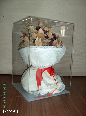 ανθοδέσμη σε κουτί Plexiglass