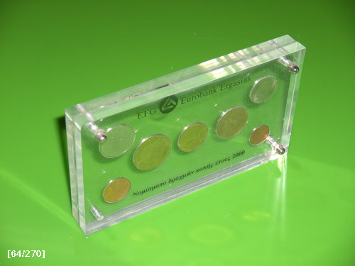 εγκλωβισμός νομισμάτων σε plexiglass