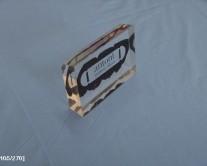 επιτραπέζιο αντικείμενο με έμλβημα 2