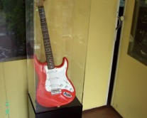 κουτί πλέξιγκλας με κιθάρα
