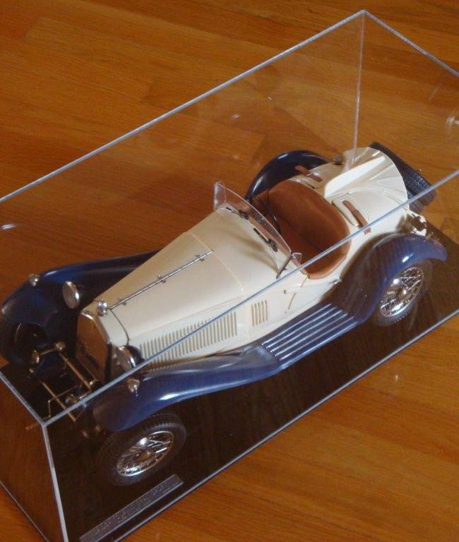 Συλλεκτικό αυτοκίνητο μέσα σε Plexiglass
