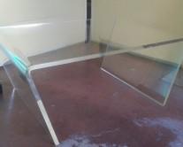 Τραπέζι από plexiglass